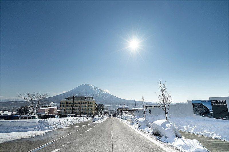 Hirafu-zaka street.
